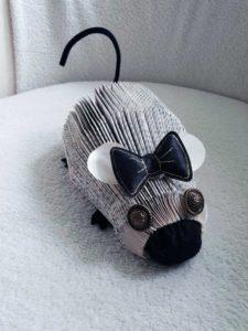 Pliage de livre en forme de souris avec nœuds noire