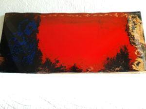 Le Garçon au yeux Pourpres oeuvre original sur un planche avec la couleur rouge dominante, noire, or, bleu